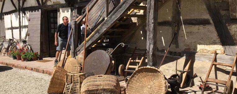 Nettoyage et mise en place du matériel dans le grenier